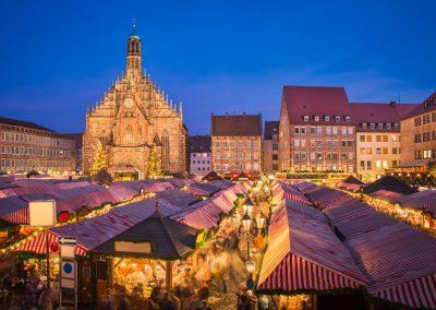 Blick auf den Christkindelmarkt in Nürnberg